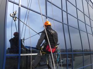 Alpinism utilitar brasov-schimbare-geam-fatada-vitrata
