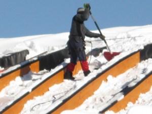 Alpinism Utilitar Brasov / degajare zone cu risc turturi zapada
